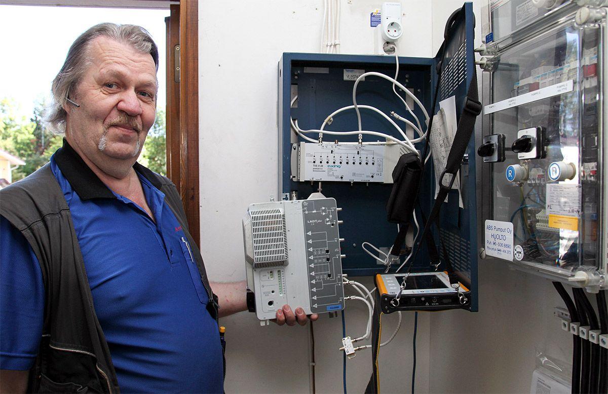 Sähkö-Huhta Oy:n antenniasentaja Jarmo Salo